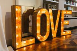 Love Leuchtbuchstaben Hochzeitsdekoration
